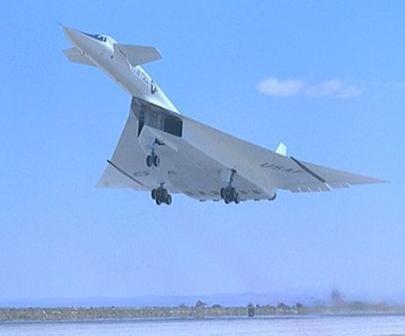 尾翼除了小三角形面积固定垂直翼面外,其余部分都是可活动的方向舵,链